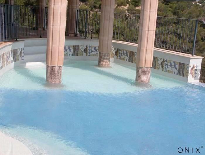 Comment choisir la couleur de sa mosa que piscine en for Piscine coque blanche