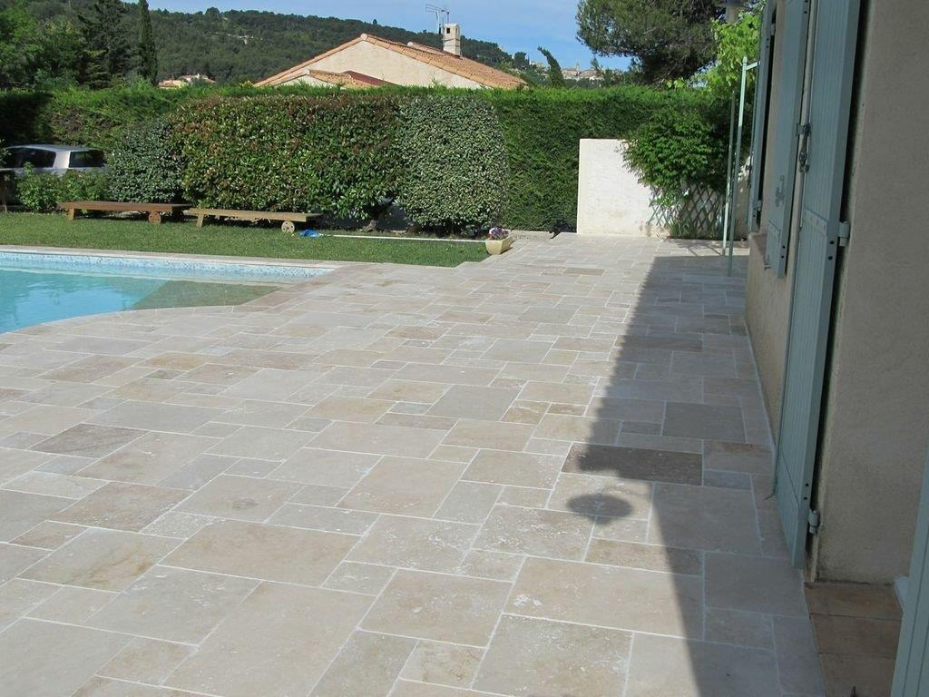 Carrelage petit opus travertin beige vieilli multi format for Dallage terrasse exterieure