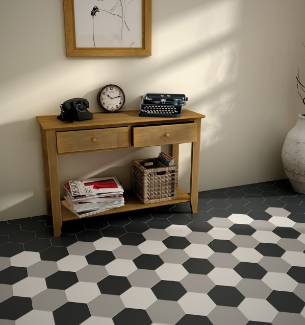 Carrelage hexagonal 17 5x20 tomette design noir mat as for Carrelage octogonal blanc